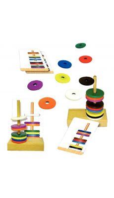 """La boîte """"ATELIER DU MAGNETIQUE"""" contient 4 supports en bois, 40 disques magnétiques, 20 fiches d'exercices dont 8 vierges"""